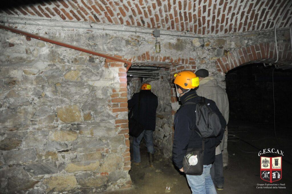 Un focolare con canna fumaria nei sotterranei del Teatro Civico